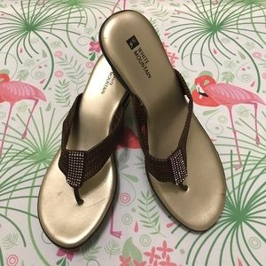 White mountain Women's brown  sandals size 8.5